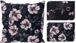 Vankúš čierny s ružovými kvetmi